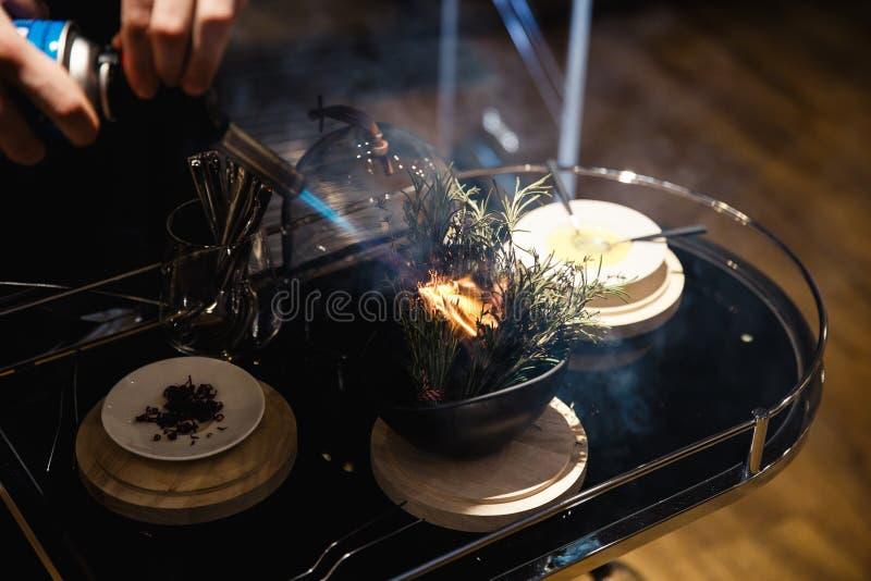 异乎寻常的食物degustated在豪华公司晚餐事件 免版税库存照片