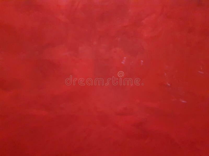 开水下落,有吸引力的褐红红色水下的颜色 波浪的运动的美好的纹理 免版税库存照片