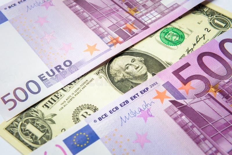 500张欧元金钱钞票对1美元 库存照片