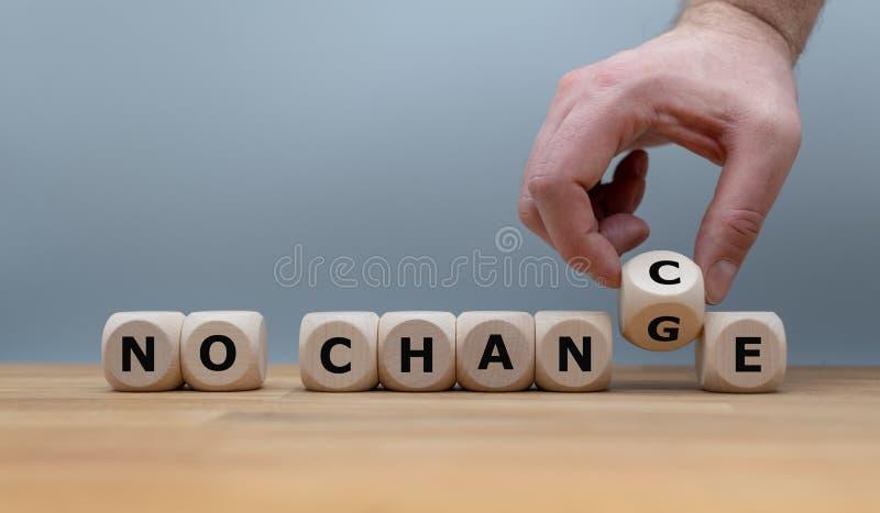 Żadny zmiana, żadny szansa Wręcza zwrotom kostki do gry i zmiany wyrażenie fotografia stock