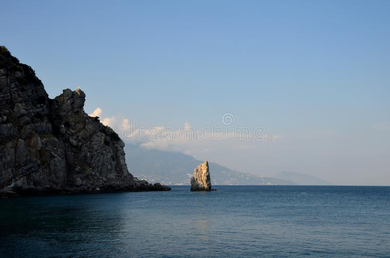 Żagiel skała na tle miasto Yalta i góry Dag w Czarnym morzu obraz royalty free