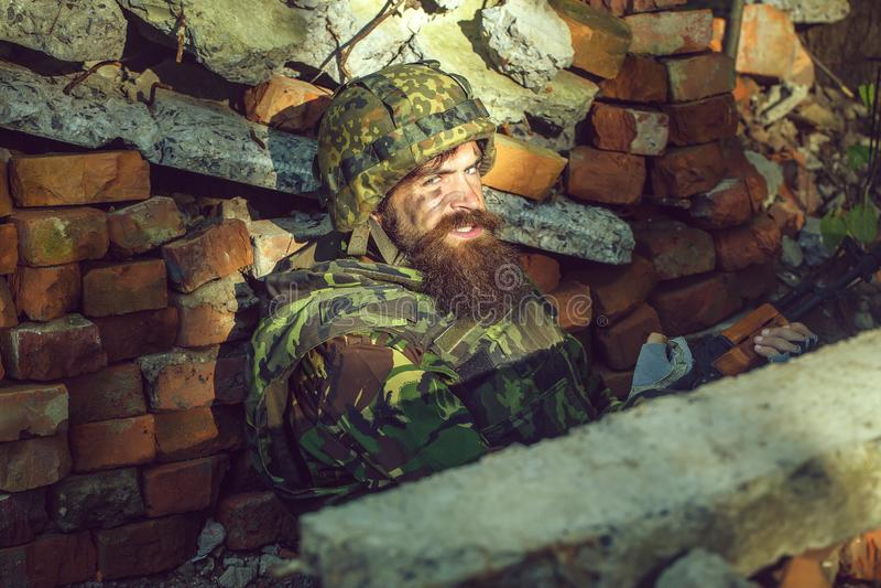 Żołnierz z gniewną twarzą obraz stock