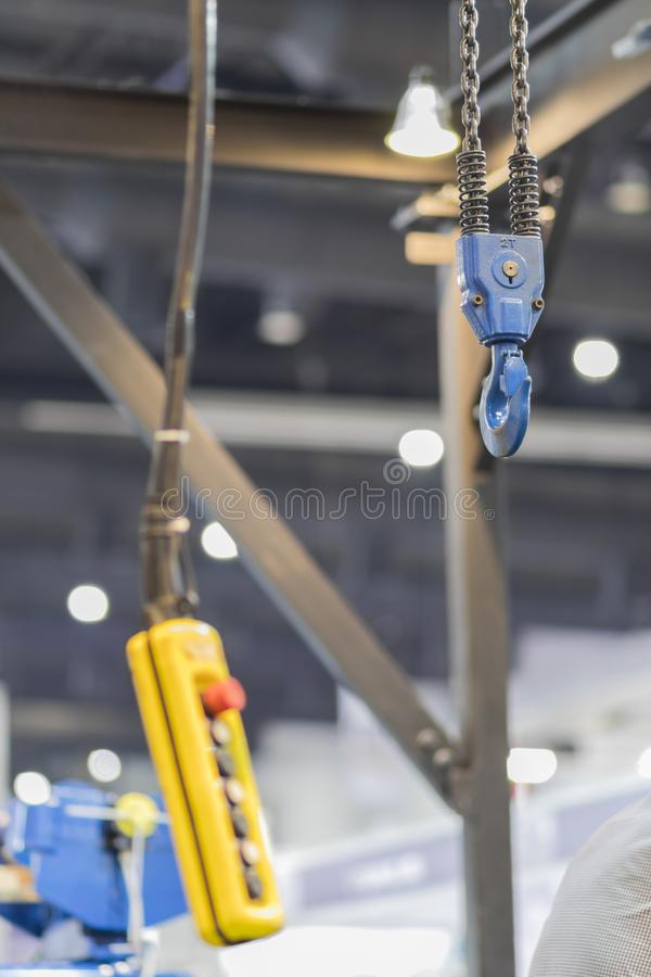 żuraw i pulpit operatora dla dźwignięcie przedmiota zdjęcia stock