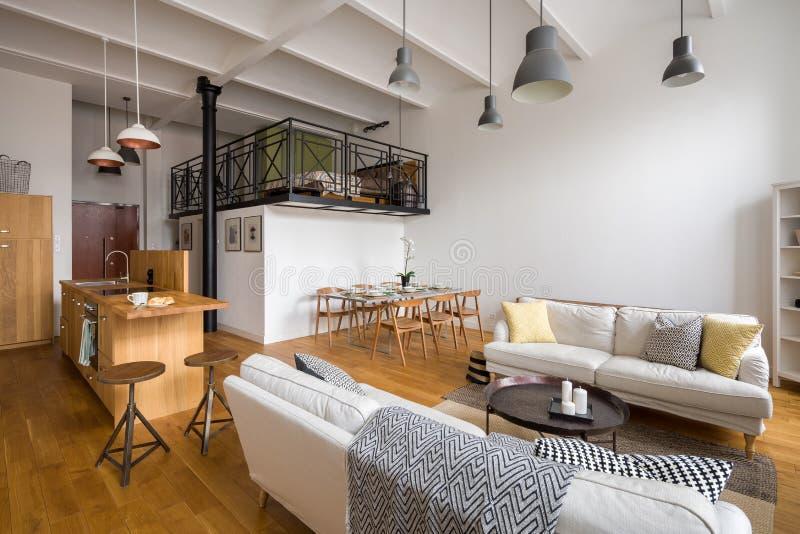 Żywy pokój Z Otwartą kuchnią obrazy royalty free