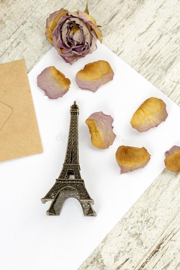 微型埃佛尔铁塔,巴黎 旅行概念照片 库存照片
