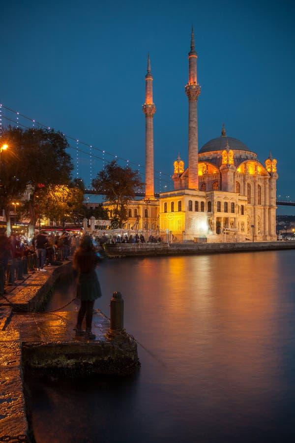微明的奥塔科伊清真寺 免版税图库摄影