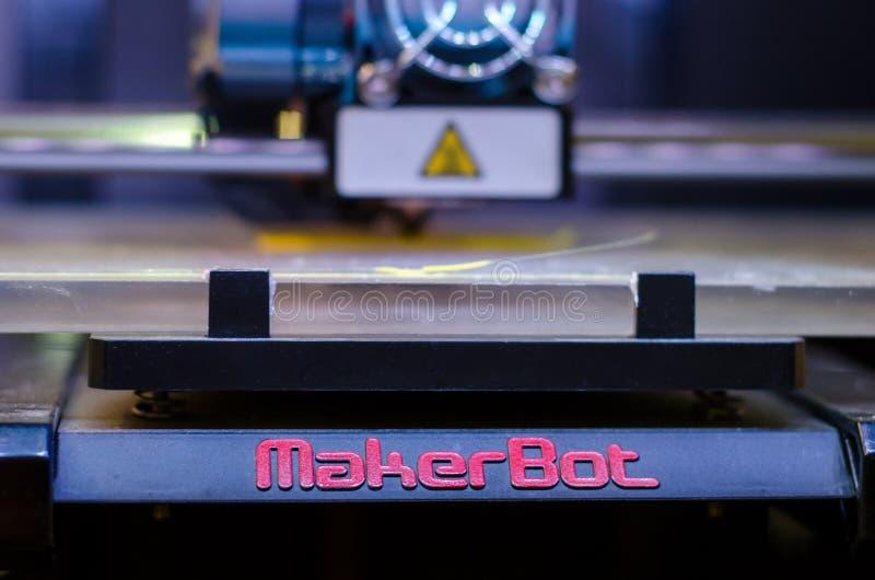 基辅,乌克兰- 2018年4月4日:MakerBot桌面3D打印机 库存照片