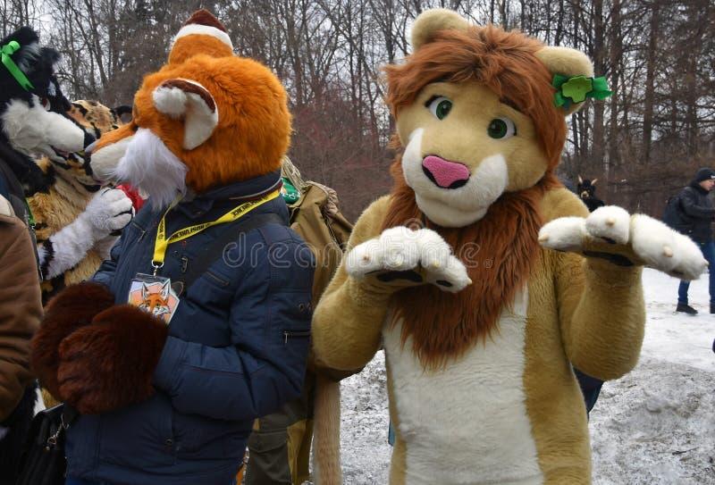 圣帕特里克` s天庆祝在莫斯科 假日服装的人 免版税库存照片