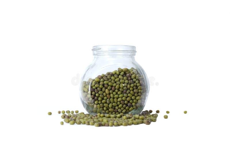 在一个玻璃瓶子的绿色绿豆 免版税库存照片