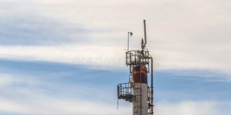 在一个能源厂的多云天空在盐湖城 库存照片