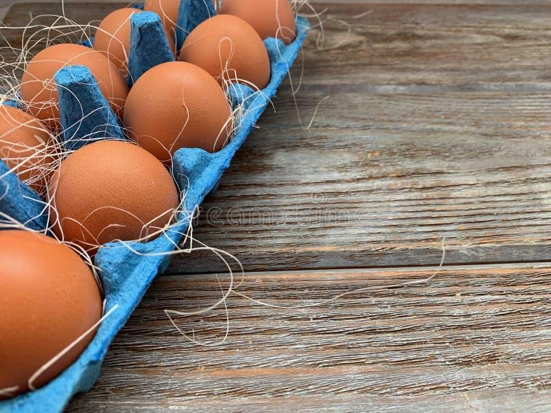 在一个蓝色框的红皮蛋 免版税库存照片
