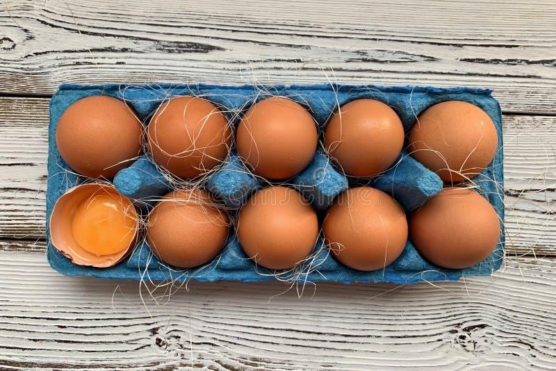 在一个蓝色框的红皮蛋 库存照片