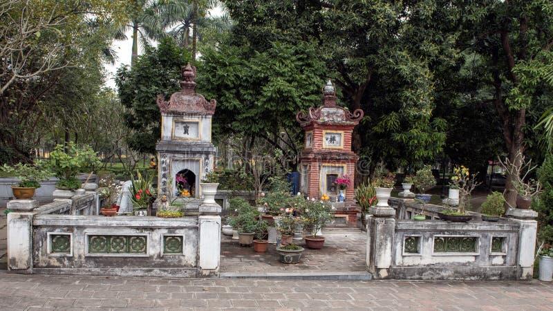 在一座柱子塔,河内,越南附近的小佛教寺庙 免版税库存图片