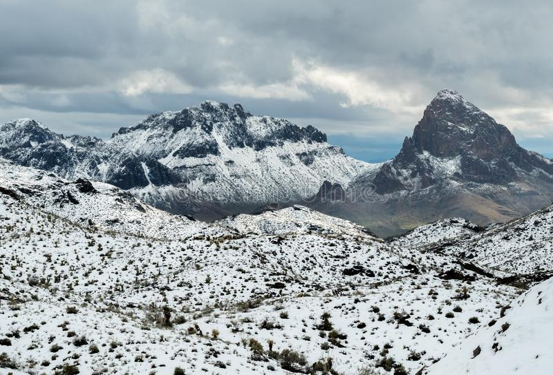 在亚利桑那的黑山的冬天风暴 免版税库存图片