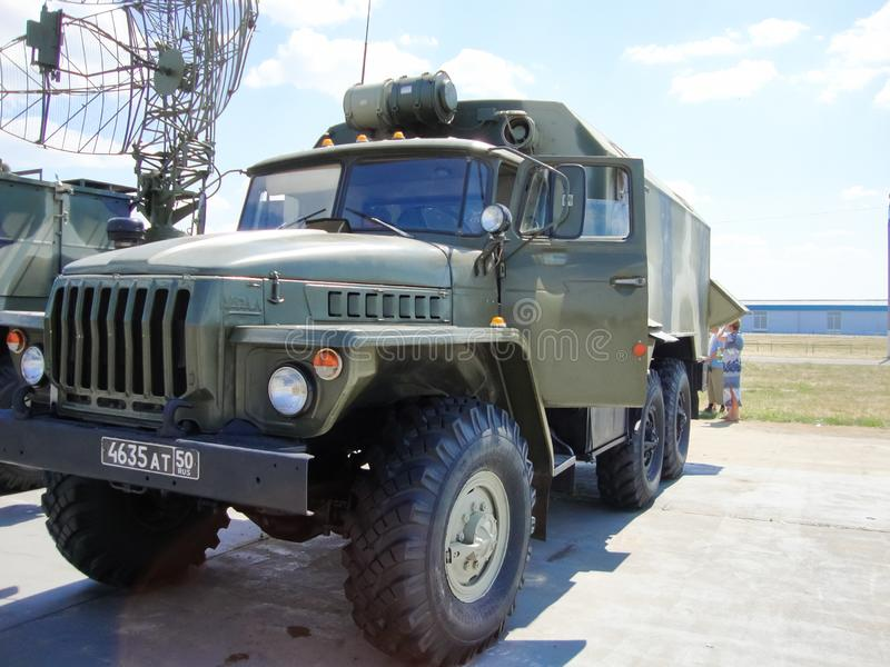 在俄国军队的耐震车 军人运输 库存照片