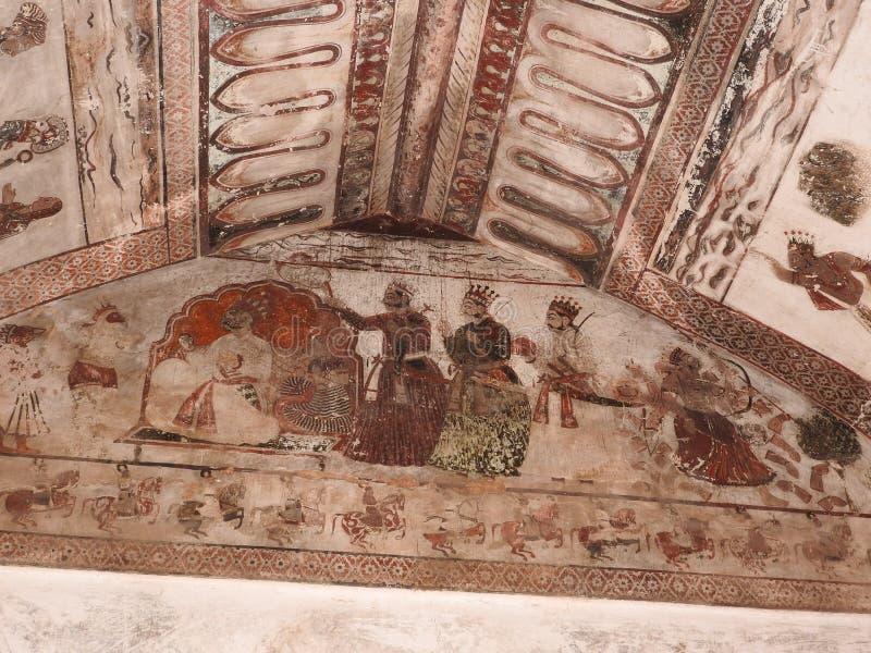 在墙壁上的精妙的古老绘画在orcha的,印度,中央邦贾汉吉尔玛哈尔 免版税库存图片