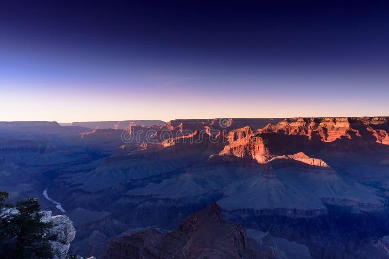 在大峡谷的日落阴霾 免版税库存图片