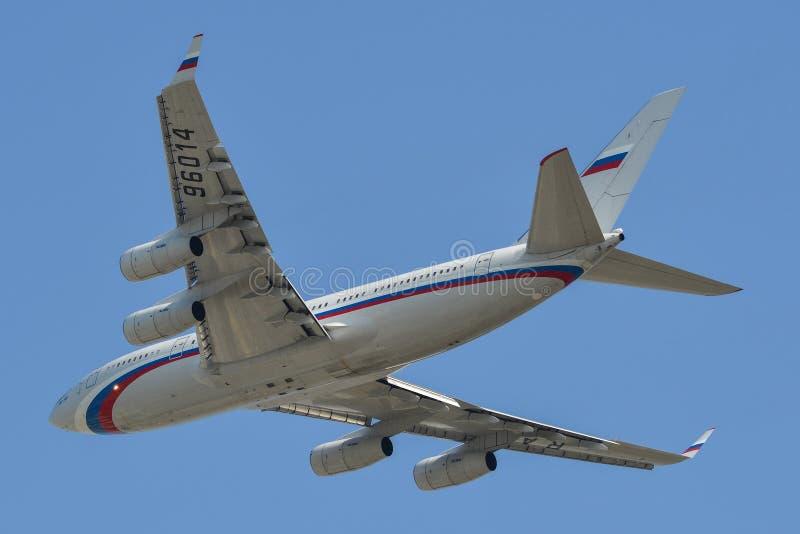 在天空的俄国政府飞机 免版税图库摄影