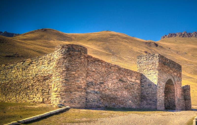 在天狮单山的塔什拉巴特商队投宿的旅舍在纳伦省,吉尔吉斯斯坦 库存图片