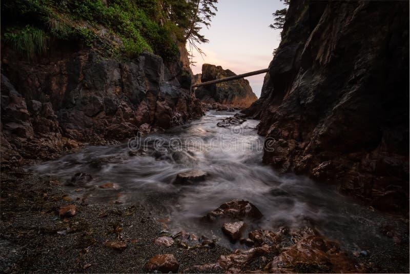 在太平洋海岸的美好的岩石海景 库存照片