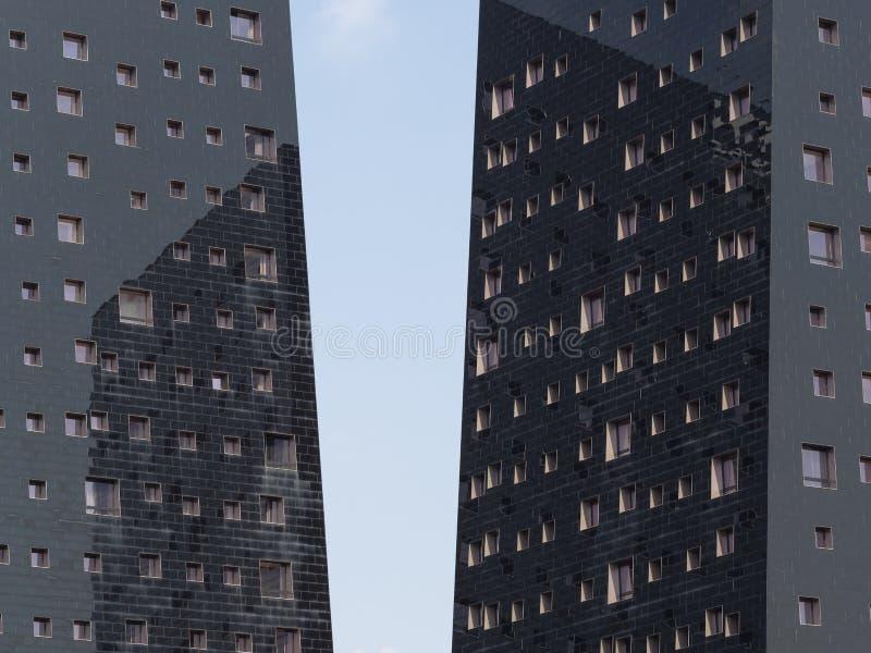 在希腊字母的第17字,米兰,意大利的现代大厦 免版税库存图片