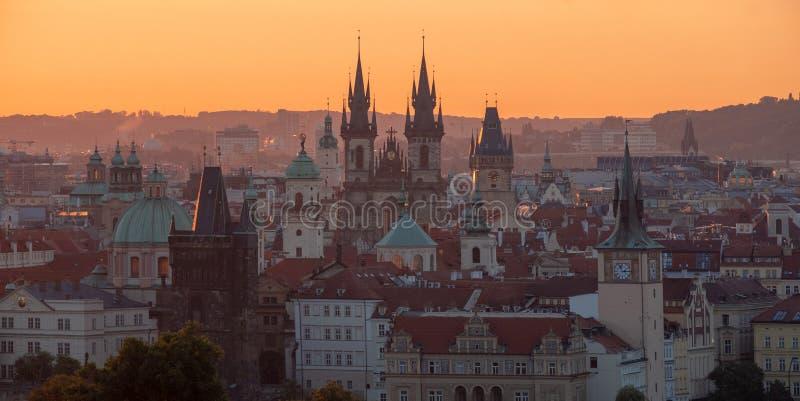 在布拉格上塔的早晨全景  库存图片
