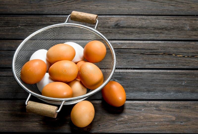 在平底深锅的鸡蛋 库存图片