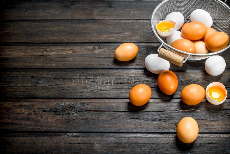 在平底深锅的鸡蛋 免版税库存图片