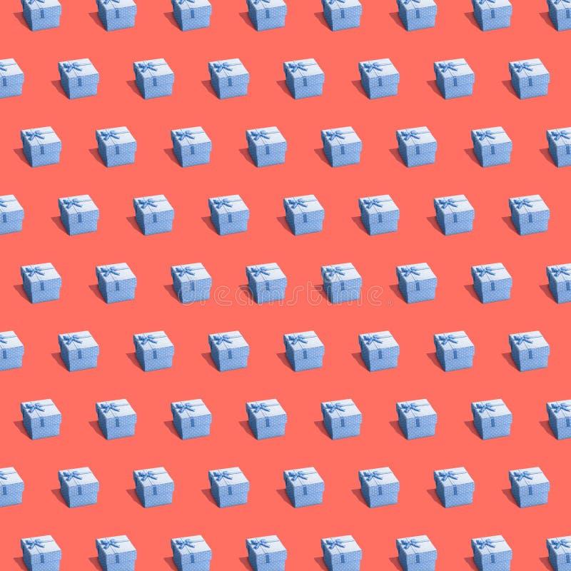 在平直的raws不尽的纹理的蓝色giftboxes 库存图片