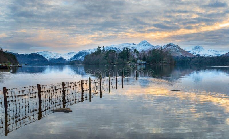 在德文特湖的冬天日落 库存图片