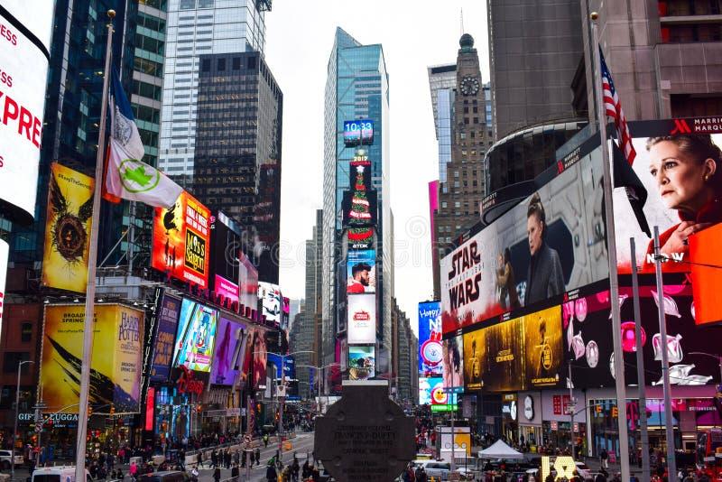 在圣诞节季节期间的时报广场概要 免版税库存照片