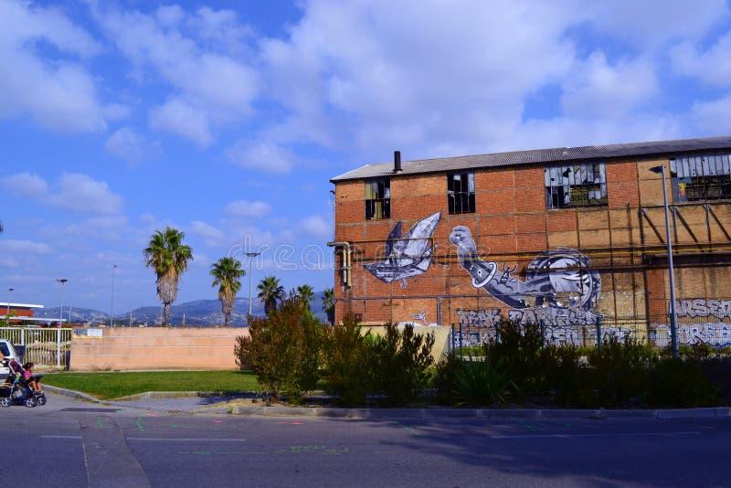 在地中海附近的失败的历史的仓库街道画在法国 免版税库存照片