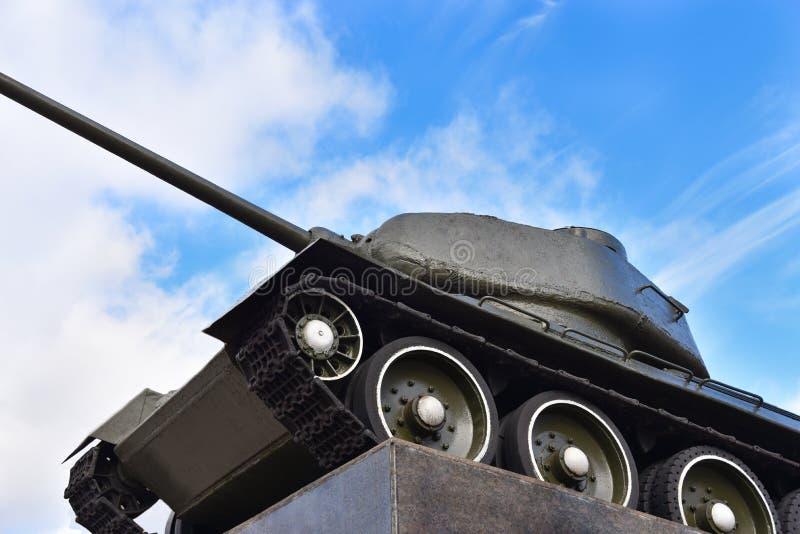 在垫座的苏联俄国军事老坦克 库存图片