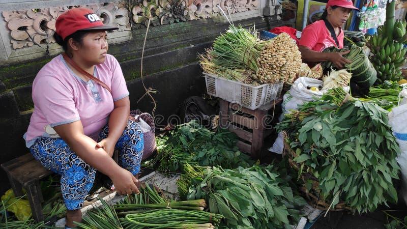 在村庄卖菜在巴厘岛的露天市场 免版税库存照片