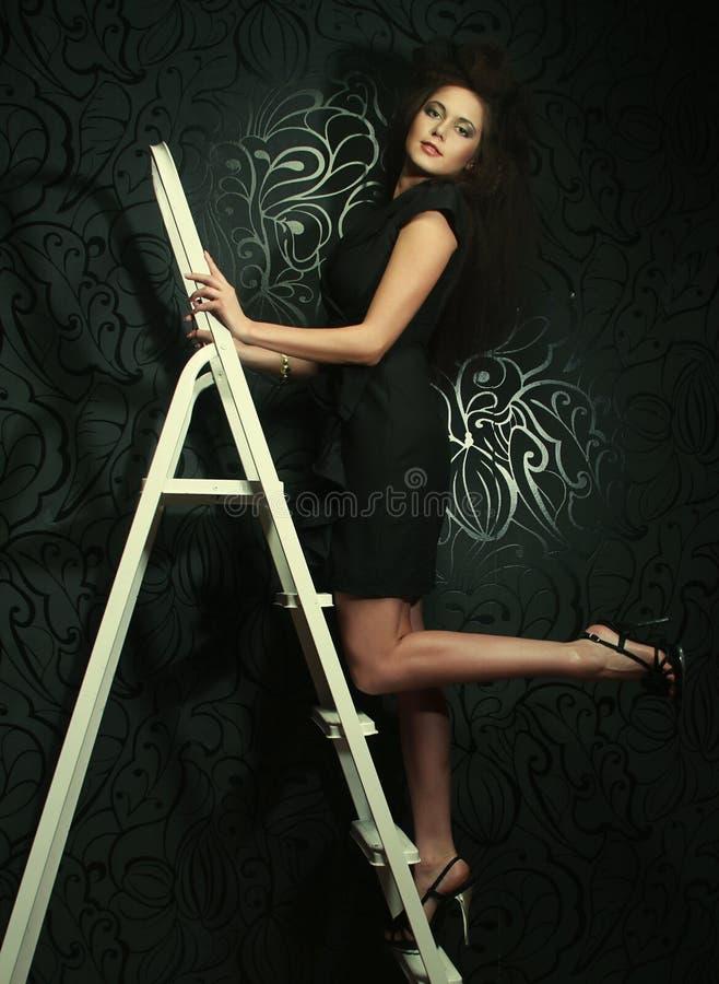 在梯子的时装模特儿 库存照片