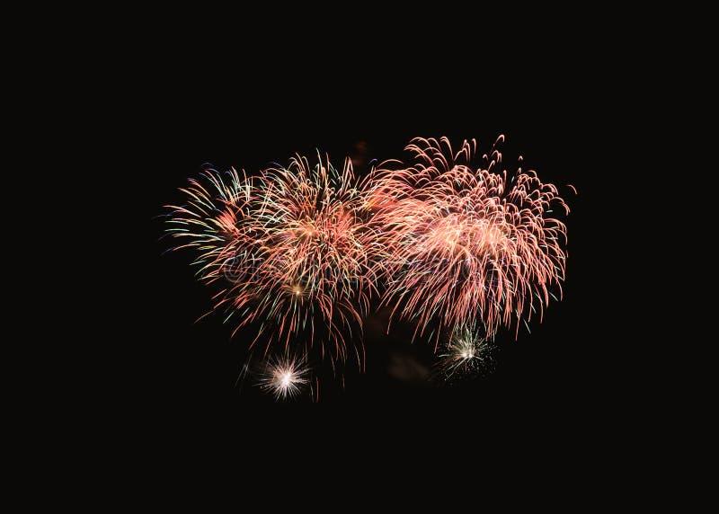 在欢乐庆祝的五颜六色的烟花爆炸 库存照片