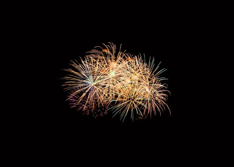 在欢乐庆祝的五颜六色的烟花爆炸 免版税图库摄影