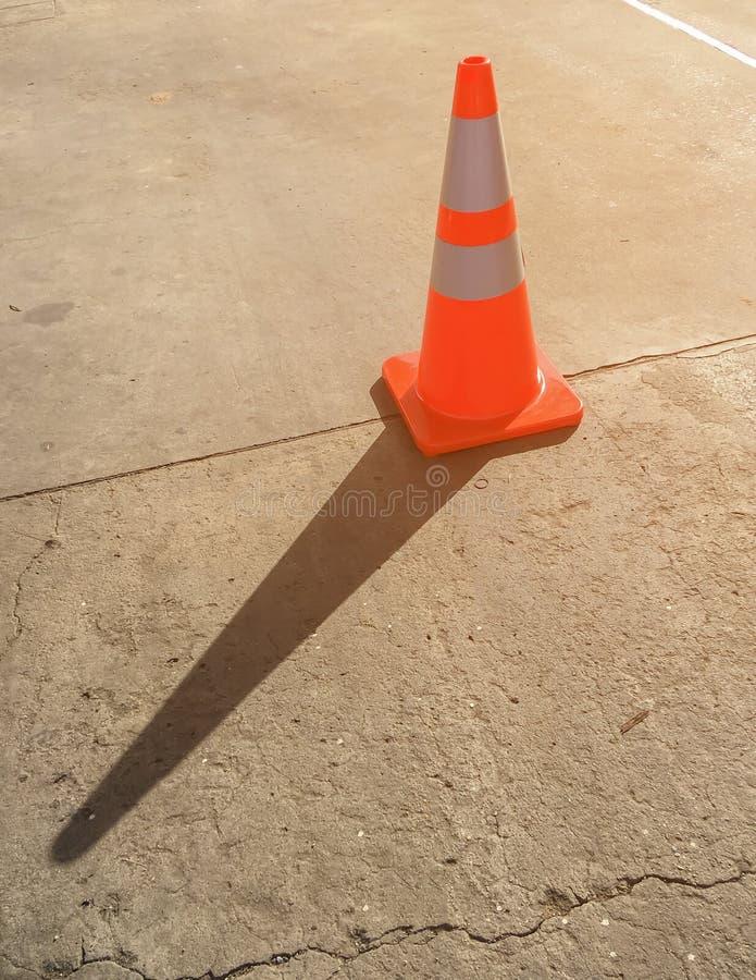 在水泥路的锥体 库存图片
