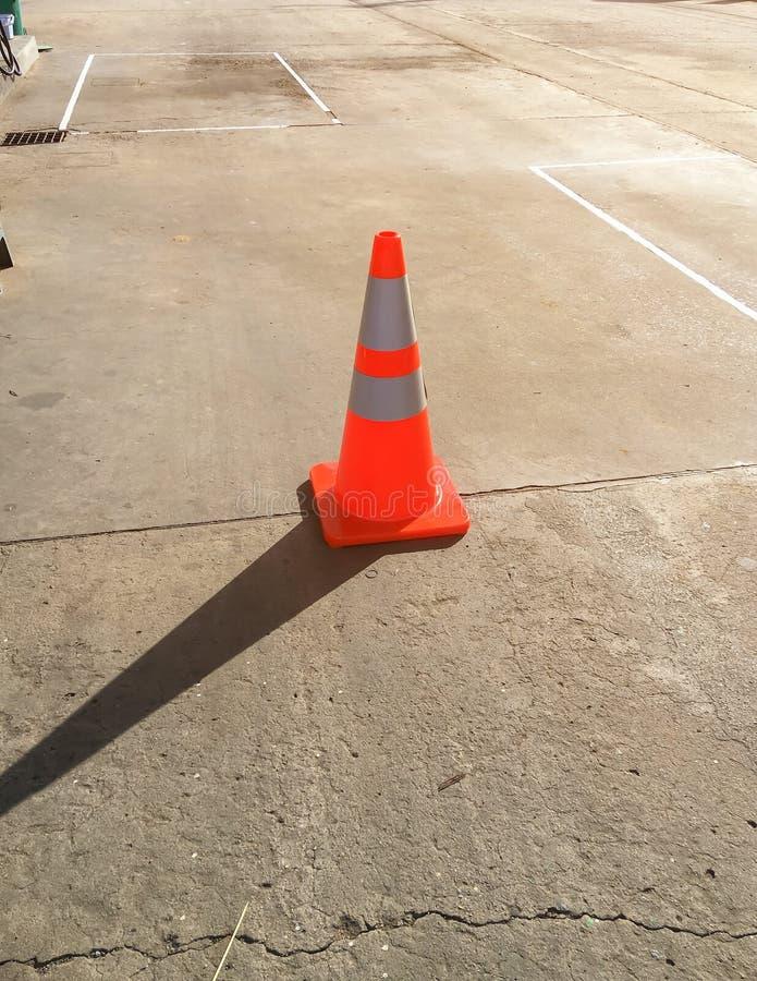 在水泥路的锥体 库存照片