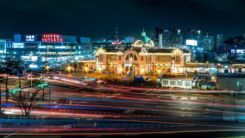 在汉城中央驻地前面的下班时间 免版税库存照片