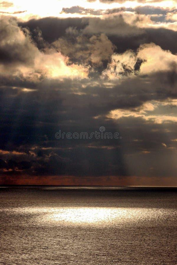 在海上的太阳光 库存图片