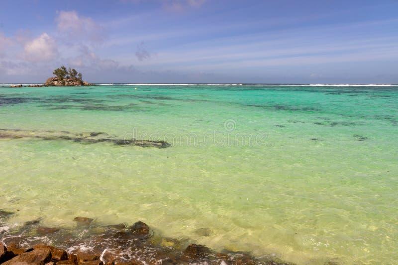 在海岛马埃,塞舌尔上的美丽的海滩 免版税库存图片