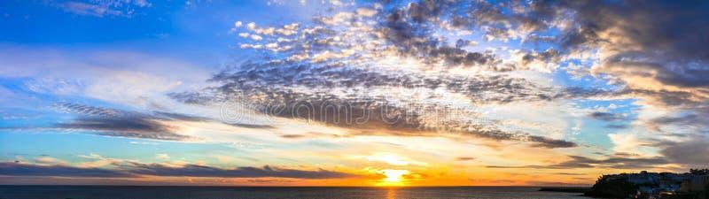 在海的惊人的日落 费埃特文图拉岛,Morro Jable 加那利群岛tenerife 免版税库存图片