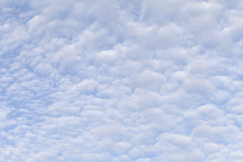 在清楚的天空的Cloudscape 免版税库存照片