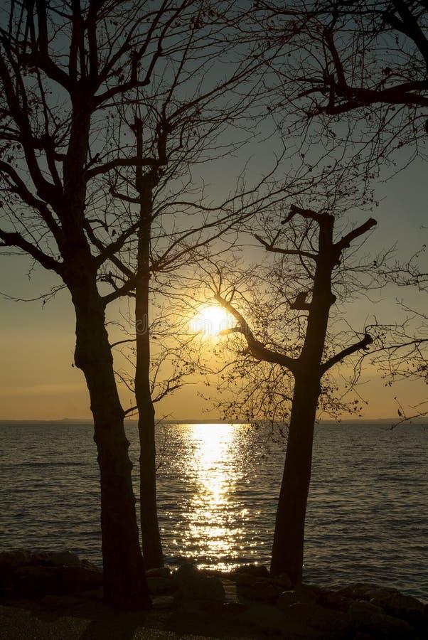 在湖Garda,意大利的日落 免版税库存照片