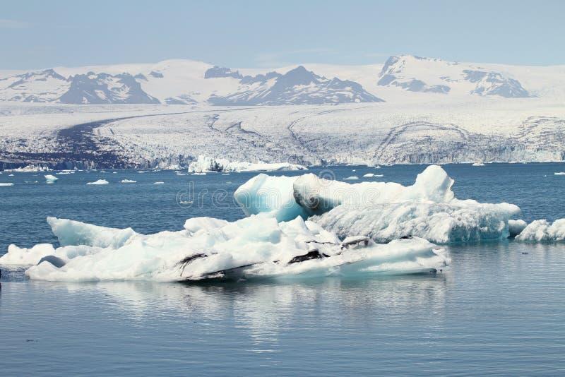 在湖jokulsarlon,ijsland的大冰山 免版税库存图片