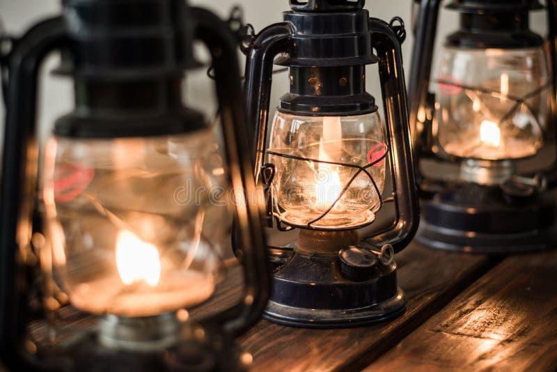 在木桌上的油灯笼 库存照片