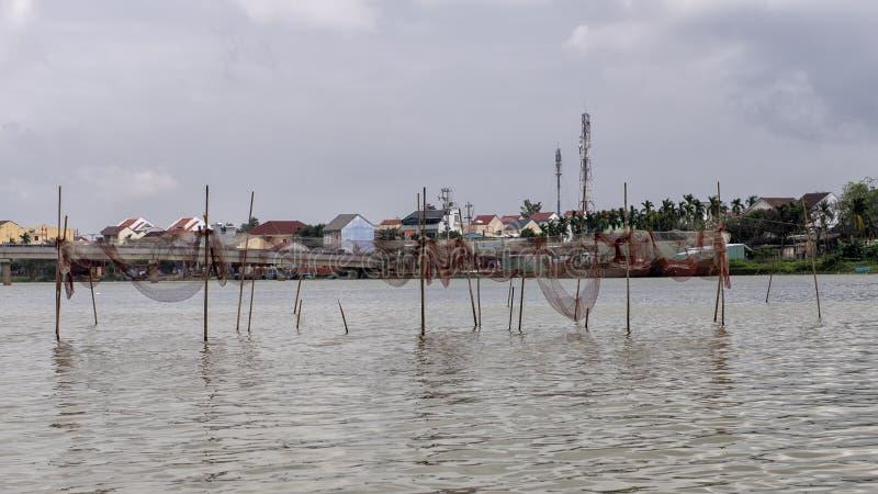 在星期四好的妙语河,会安市,越南的鱼网 免版税图库摄影