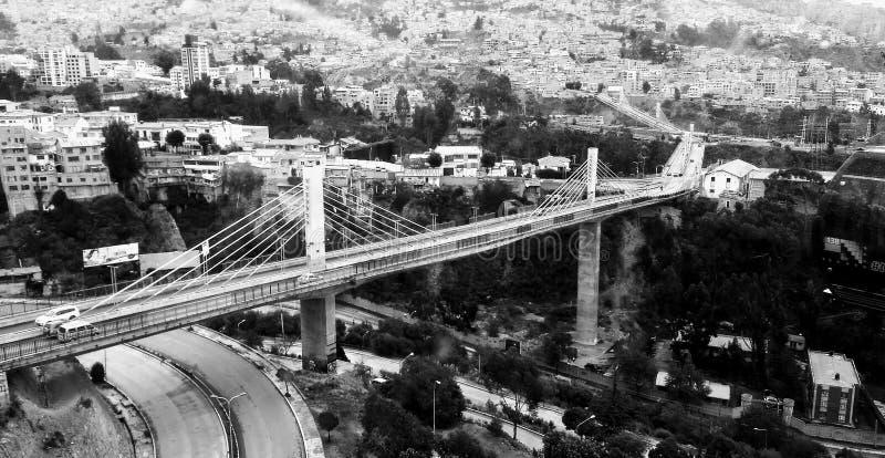 在拉巴斯都市风景的三胞胎桥梁  库存照片