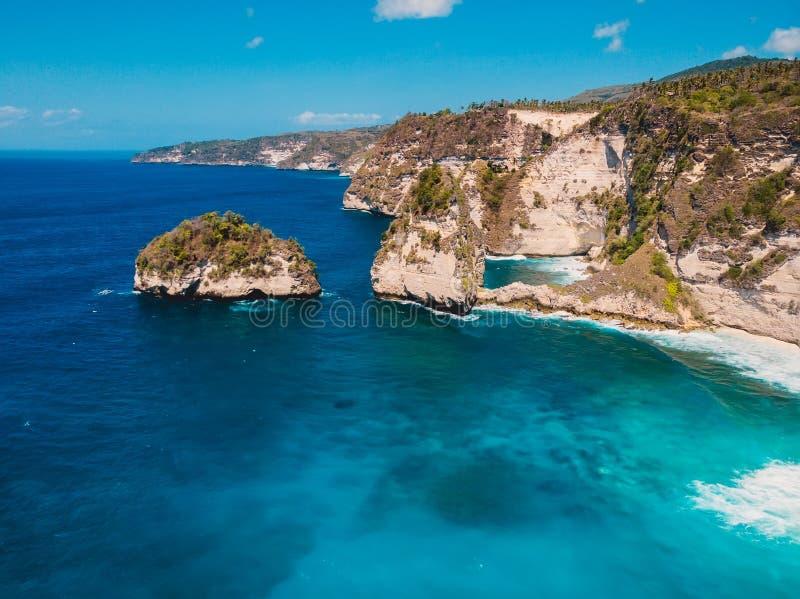 在珀尼达岛海岛上的令人惊讶的金刚石海滩 库存照片